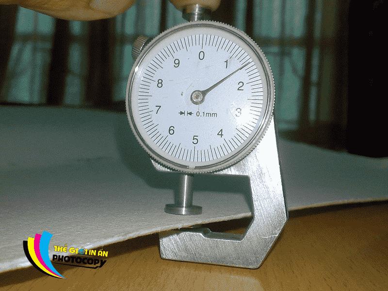 bằng cách đo định lượng giấy có thể xác định được độ dày mỏng của giấy